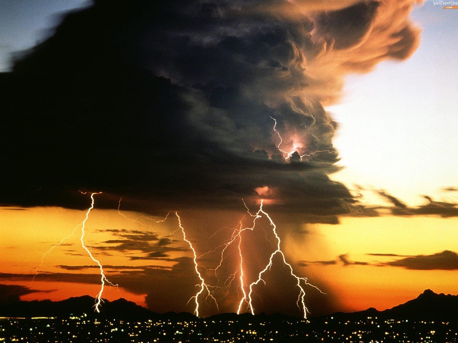 Подборка молний из Торонто, Сиднея, Гонконга и Сингапура. Нам и в